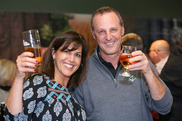 couple_toasting